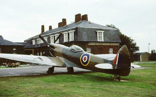 Spitfire_outside_Officers'_Mess_RAF_Northolt_-_geograph.org.uk_-_726520.jpg
