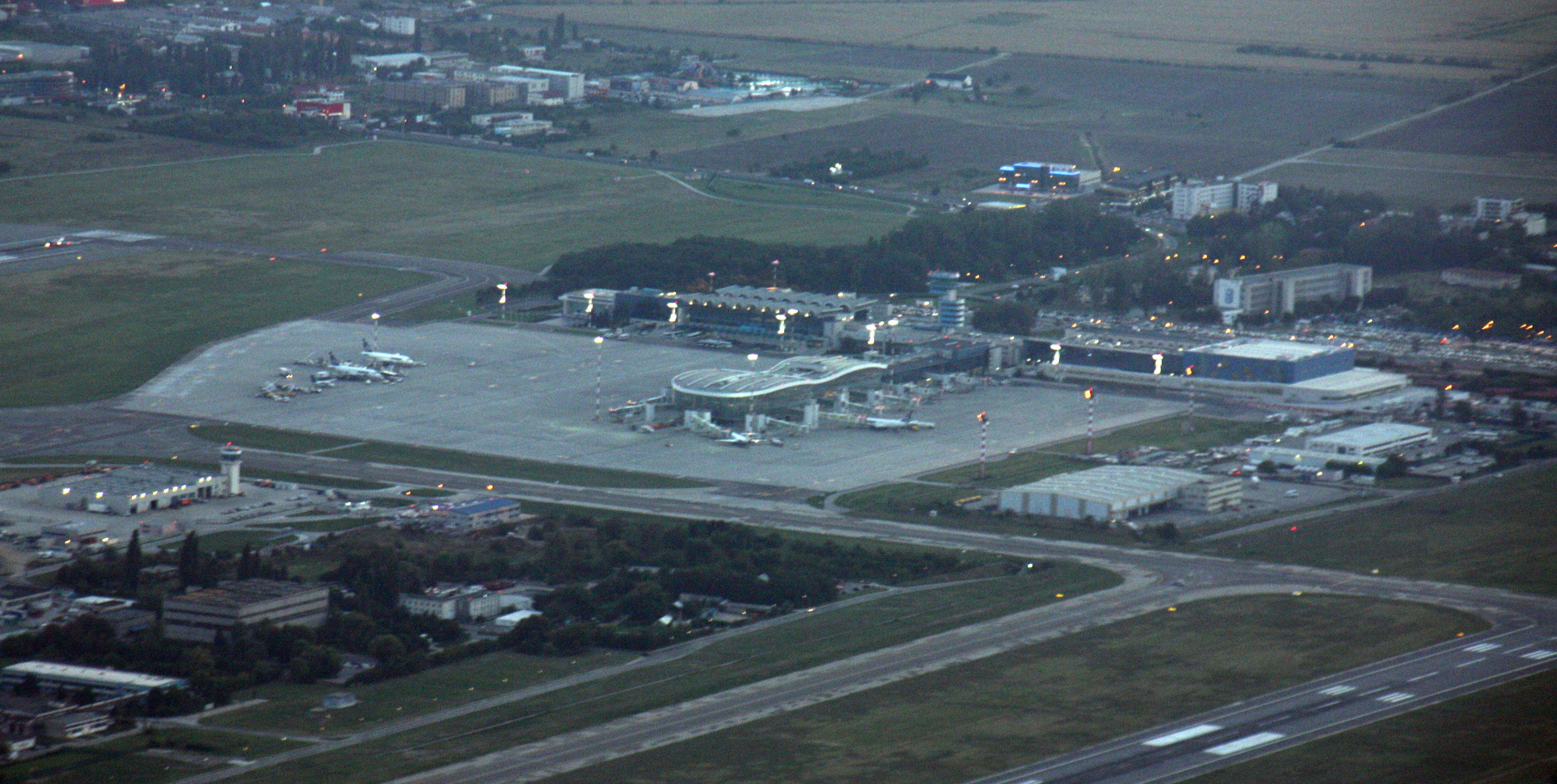 Aerial_view_-_Henri_Coanda_Airport_-_Bucharest.jpg