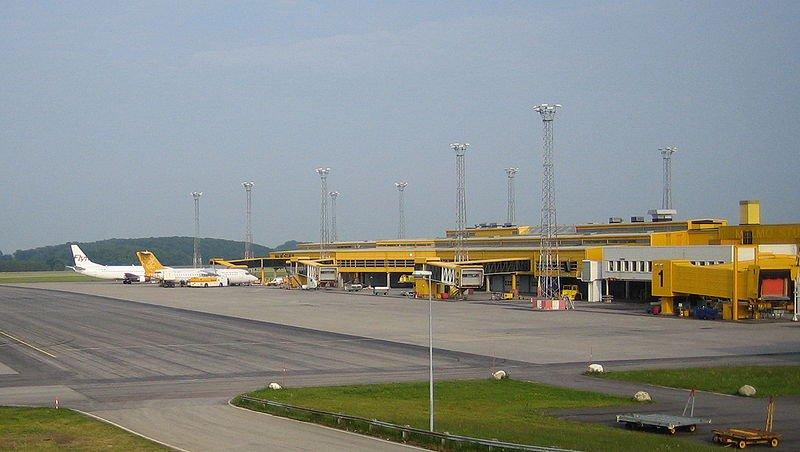 800px-Sturup_airport.jpg