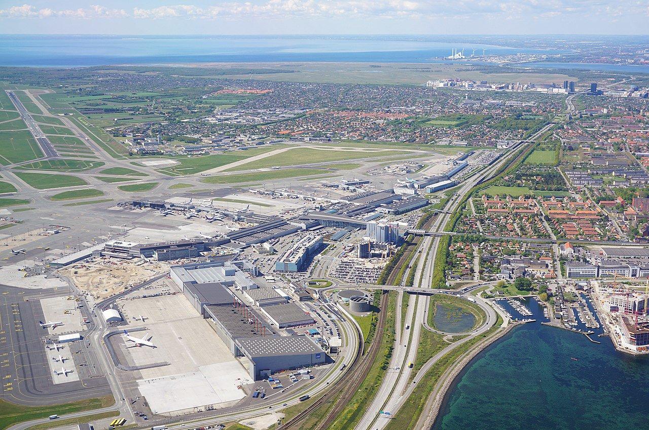 1280px-Copenhagen_airport_from_air.jpg